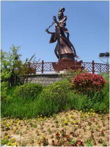 statue closer